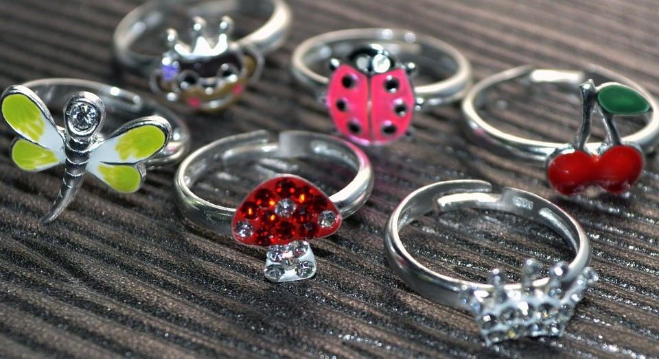 Signs to Look Out for that Indicate Jewellery Allergies